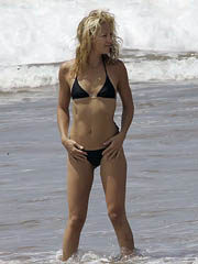 Kate Hudson sexy body in a little bikini