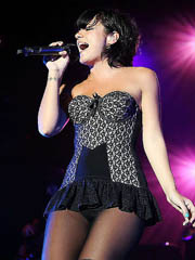 Lily Allen hot performance in short..