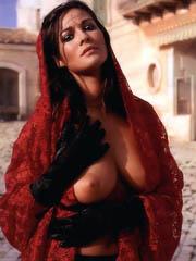Beauty celebrity Manuela Arcuri naked..