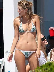 Mischa Barton hot body in a little bikini