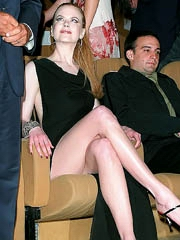 Nicole Kidman looks hot in long black..
