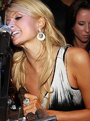 Beauty celebrity Paris Hilton undress..