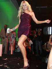 Paris Hilton slutty dancing in hot see..