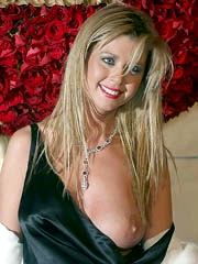 Tara Reid boob goof-up and looks very hot