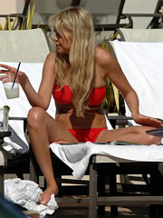 Beauty celebrity Tara Reid sex photos.