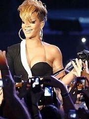 Rihanna's sexy Candids
