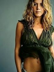Celeb Jennifer Aniston gets snapshot..