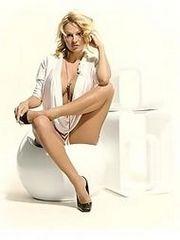 Hot bombshell celeb Pamela Anderson..
