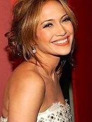 Hot celebrity Jeniffer Lopez posing..