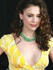 Hot actress Alyssa Milano shows her..