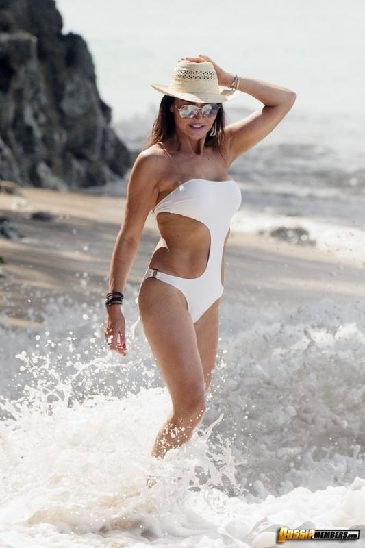 Lizzie Cundy In Bikini At Beach Barbados Hawtcelebs Xxx Com 1