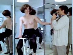 Alien star Sigourney Weaver topless on..